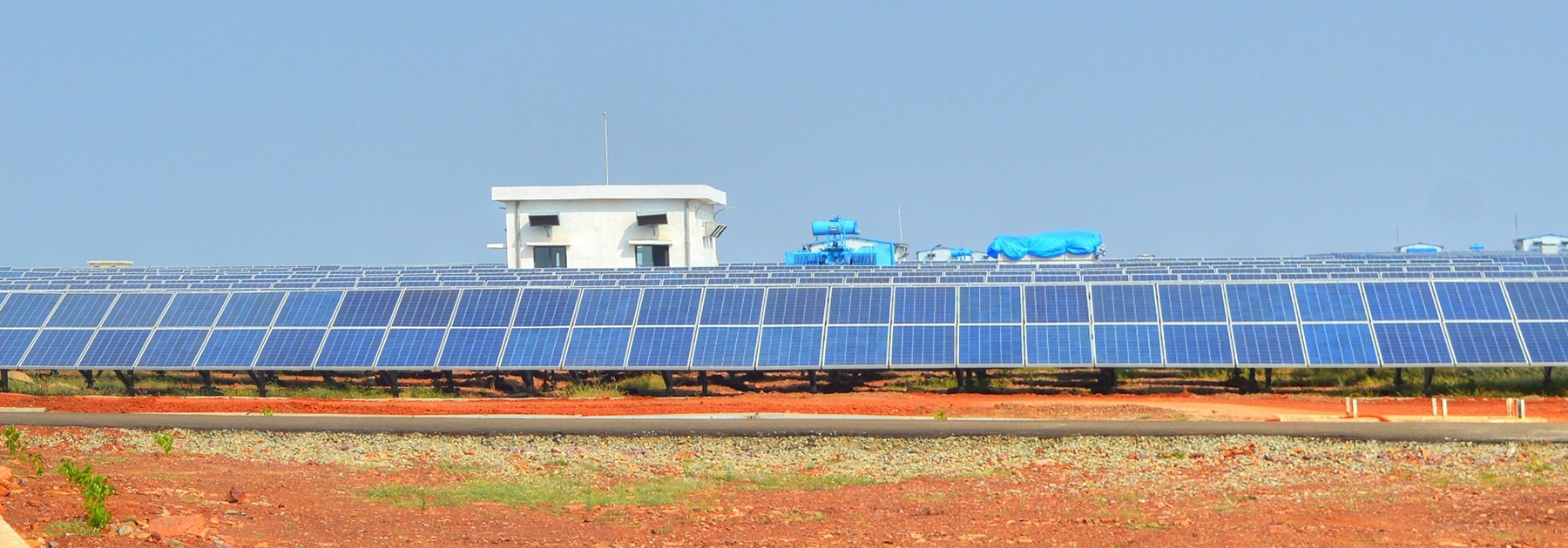 The Welspun Solar power plant outside of Bhagwanpura villiage, Neemuch. (Rahul Talreja, licensed under CC BY-SA 4.0)