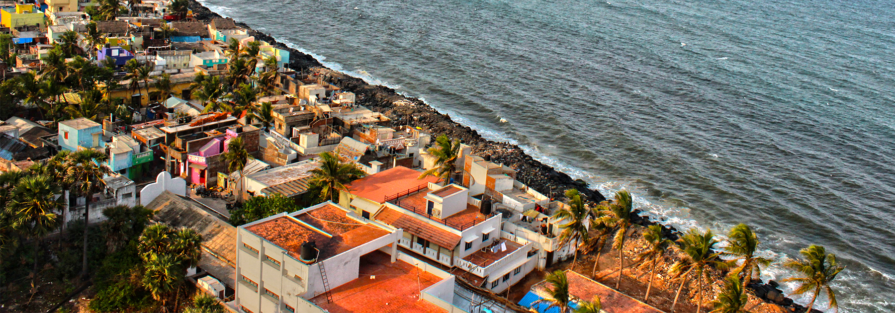 View of Puducherry beach from light house. (Karthik Easvur, licensed under CC BY-SA 3.0)